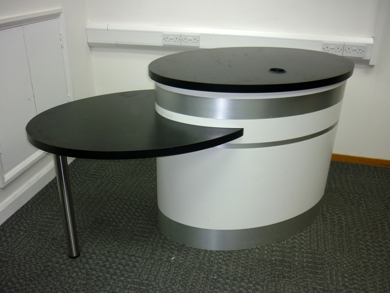 White/black unmanned reception desk