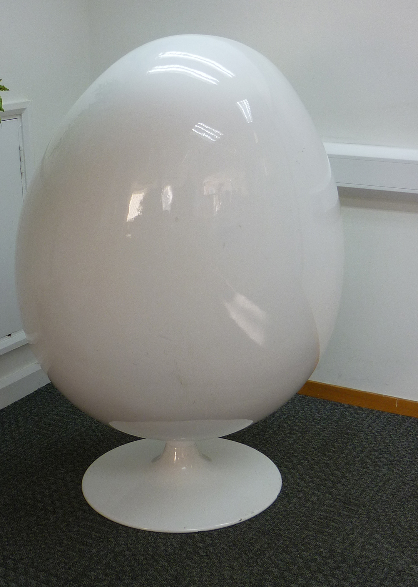 Funky egg chair recycled business furniture reception Egg pod ball chair