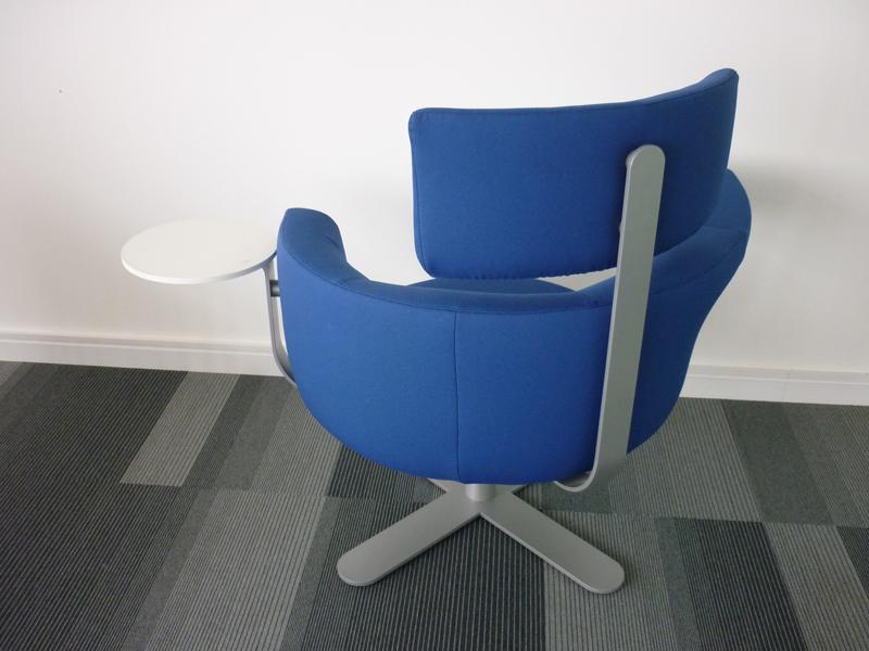 Kinnarps Drabert Hotspot breakout seating in blue