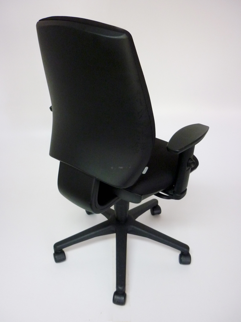 Black GDB Team task chair with adjustable arms (CE)
