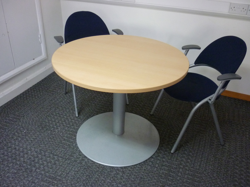 910mm diameter maple rise and fall table
