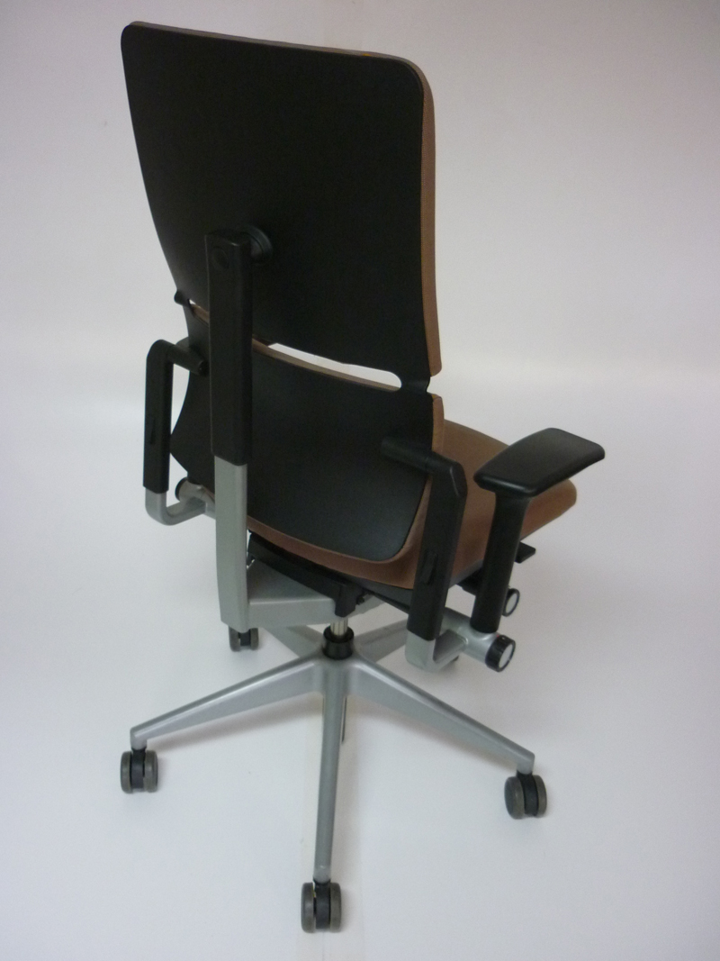 Steelcase Please v2 in light brown fabric