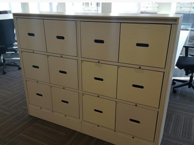 12 drawer white day lockers CE