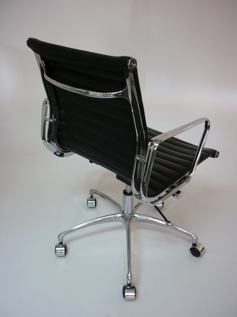 Replica vitra eames black leather swivel chair 2nd hand for Vitra eames lounge chair replica