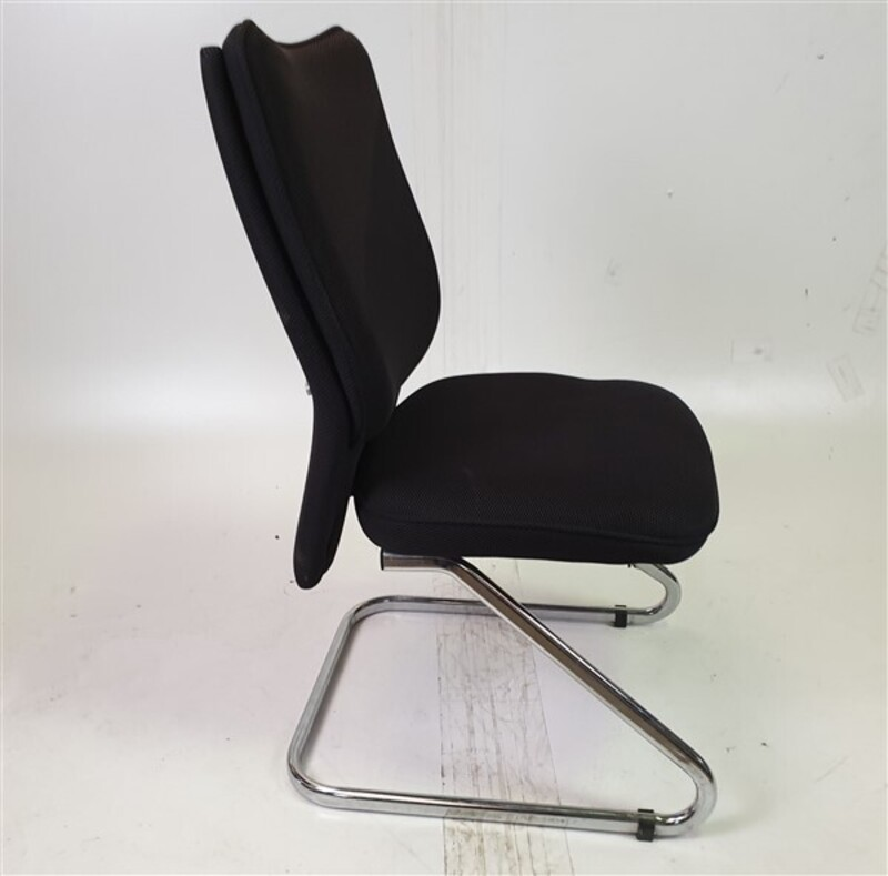 additional images for Black Fabric/Mesh Meeting Chair Chrome Legs