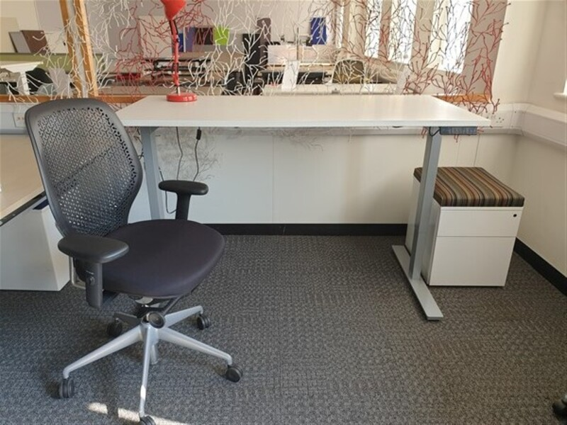additional images for Executive Package of electric desk and chair