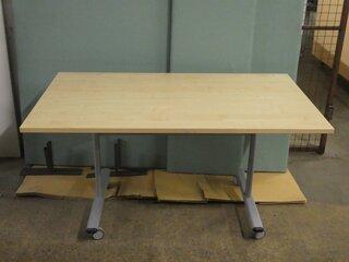 Maple flip top table 1400w