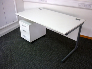 additional images for 1400w x 800d mm Lee & Plumpton white desks