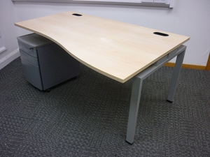 additional images for Senator Jigsaw 1600mm maple wave desks